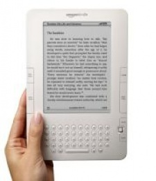 Amazon lines up thinner, sharper Kindle 2 for August